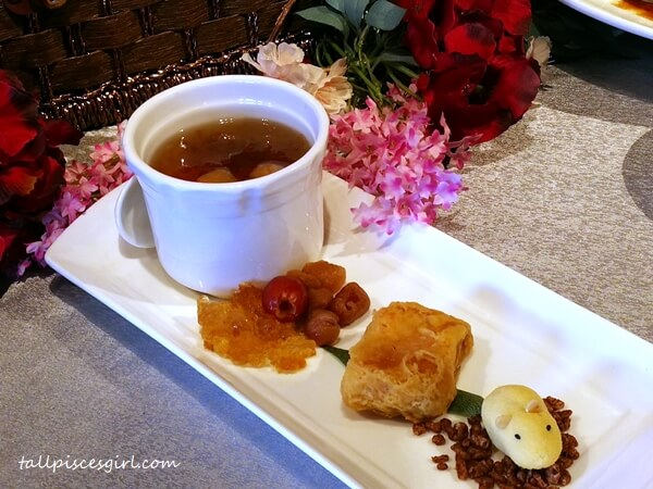 Chilled Peach Gum Soup with Red Date and Longan and Deep Fried Chinese Gold Cake
