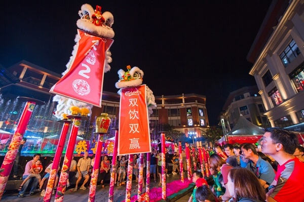 The award-winning lion dance association, Khuan Loke captivated the crowd with its invigorating pole-jumping performance