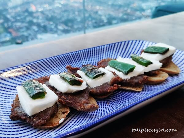 Beef Crostini with Jalapeno Pepper and Goat Cheese (RM 53)