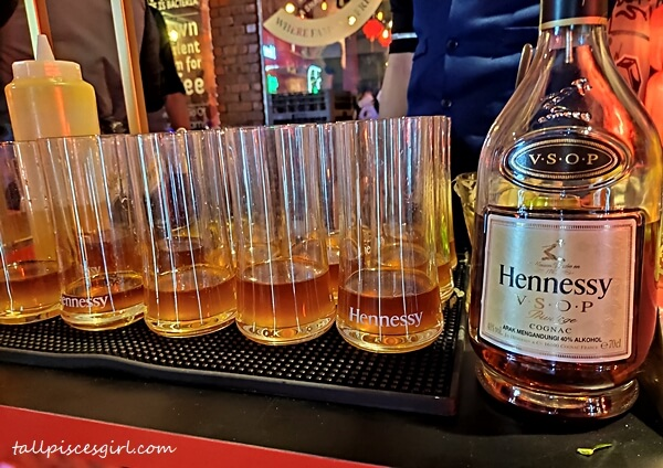 Hennessy VSOP ready to be mixed into cocktail