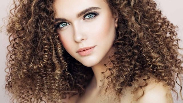 How to Choose and Use Texturizing and Thickening Mousse