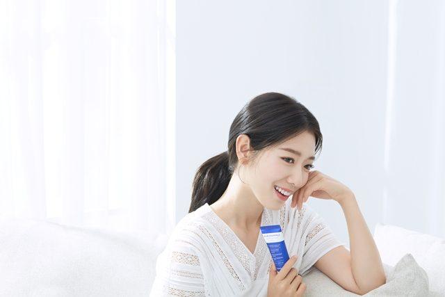 Park Shin Hye X Mamonde Blue Chamomile Cream